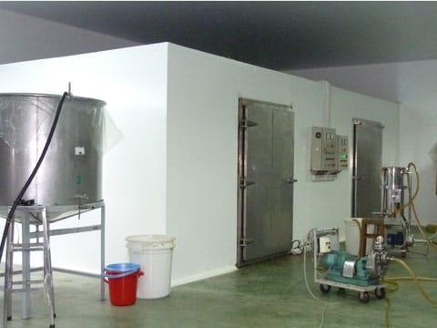 So sánh bảo quản đá viên bằng cách lắp đặt kho lạnh bảo quản đá viên và bảo quản bằng tủ bảo ôn. Thi công lắp kho lạnh bảo quản đá viên uy tín chất lượng