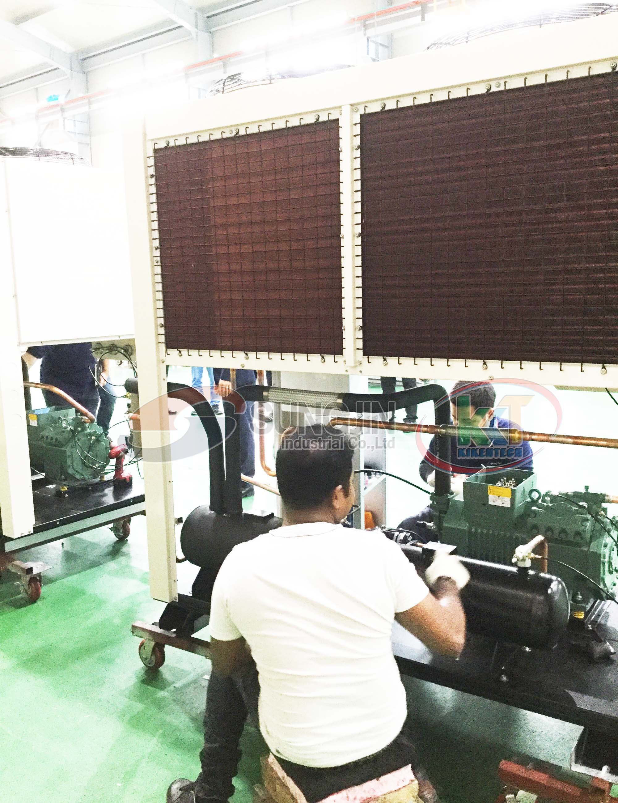 So sánh cụm máy nén dàn ngưng giải nhiệt bằng nước và Cụm máy nén dàn ngưng giải nhiệt bằng gió. Máy nén dàn ngưng làm mát bằng nước, làm mát bằng không khí