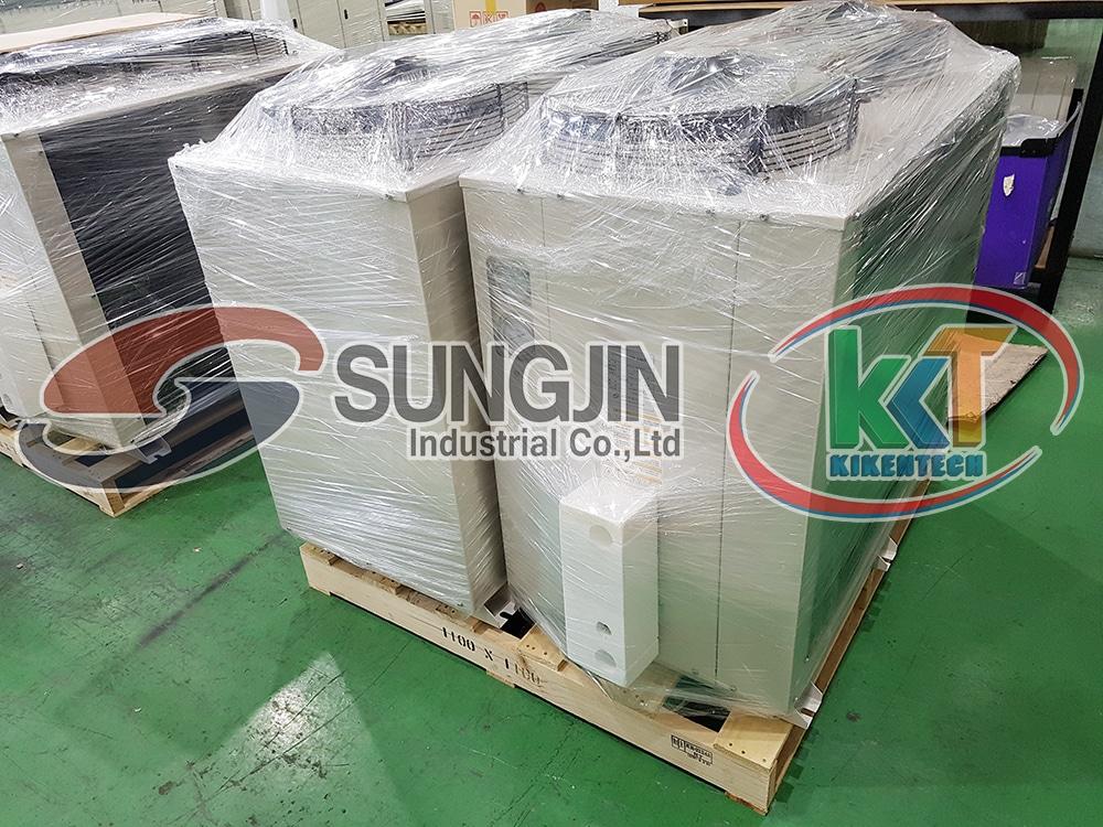 Hình ảnh lô máy móc kho lạnh Sungjin chuẩn bị cập bến cảng Cát Lái (TP HCM) đầu tháng 3. Mua dàn lạnh công nghiệp, cụm máy nén dàn ngưng để lắp đặt kho lạnh tại công ty Kikentech. Chi tiết mua máy móc kho lạnh liên hệ 0944.899.886 để được báo giá nhanh chóng chính xác. Truy cập sungjin.vn tìm hiểu