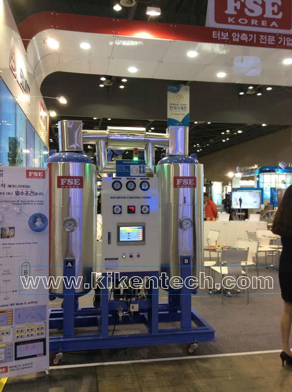 Tham quan máy móc công nghệ ở Hàn Quốc nhân dịp triễn lãm. Công ty Kikentech đã tham dự, tham quan triễn lãm. Lãnh đạo công ty tham quan máy móc công nghệ