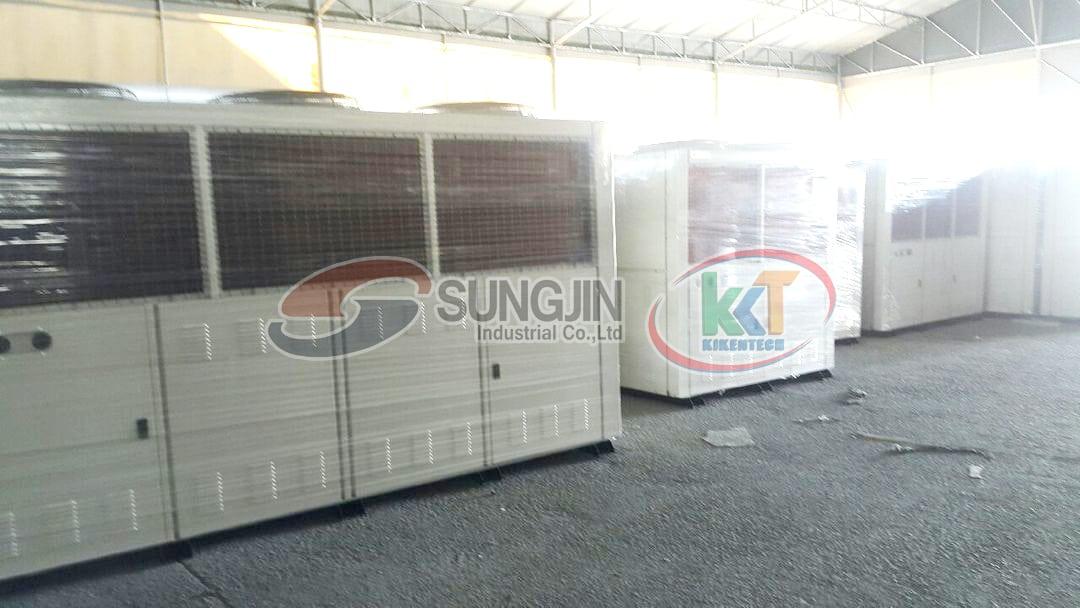 Cụm máy nén dàn ngưng 2 cấp là bộ phận quan trọng nhất của kho lạnh. Cụm máy nén dàn ngưng 2 cấp Sungjin được tính như 2 cụm máy gộp vào nhau nên công suất gần như gấp đôi. Cụm máy kho lạnh 2 cấp Sungjin vận hành khỏe, bền, tiết kiệm điện năng, bảo hành 18 tháng, đổi mới 100% nếu có lỗi nhà sản xuất