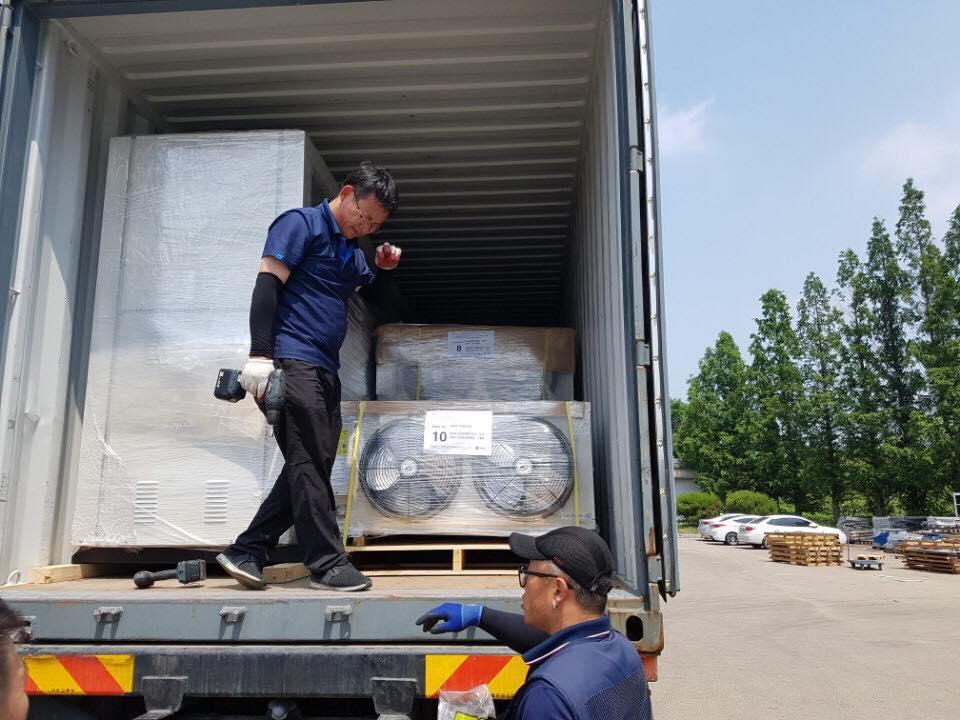 Công ty Kikentech xuất kho số lượng lớn máy móc hạng nặng ở kho máy móc Sungjin tại Hàn Quốc để chuẩn bị thi công dự án lắp đặt kho lạnh Hòa Lạc Hà Nội